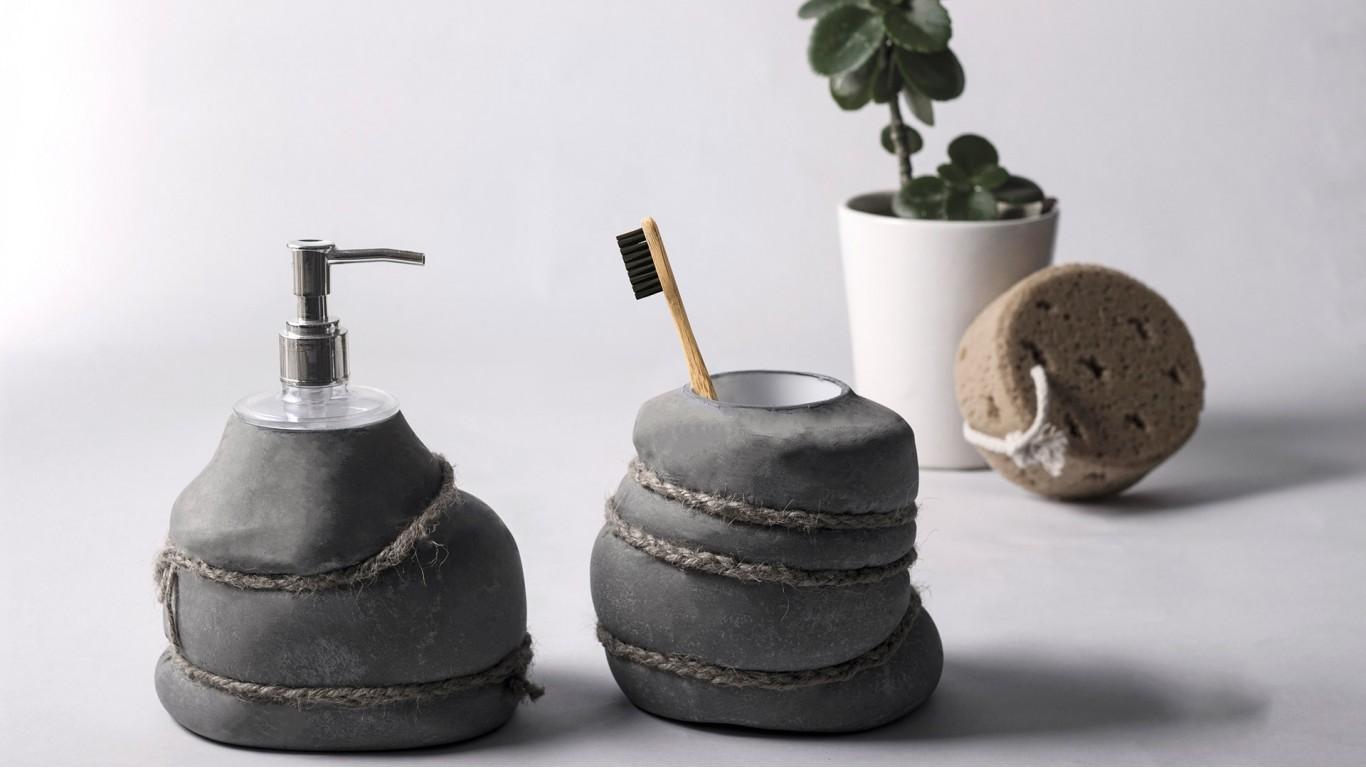 concrete brush holder by Craft Beton